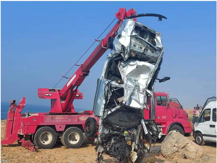 Rabat : Les éléments de la Protection civile retirent la voiture noyée dans la mer