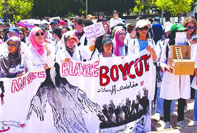 L'ESCALADE : Mouvement des étudiants grévistes en médecine et en pharmacie