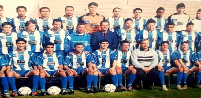 Feu Larbi Bouras au milieu de son équipe