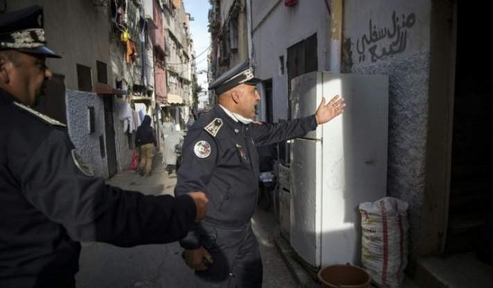 Des éléments de la DGSN patrouillant le 27 mars dans les quartiers de Rabat, pour faire respecter les mesures de confinement. (Ph.Fadel Senna/AFP)