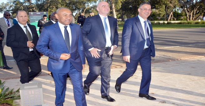 Lekjaâ aux côtés des deux présidents de la FIFA et de la CAF. Ph. Nidal