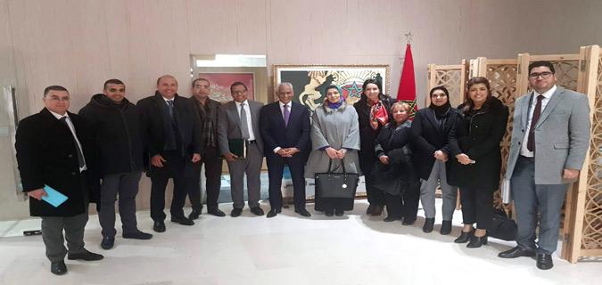 M. Omar Abassi, député istiqlalien et président de la Mission Parlementaire Exploratoire Temporaire sur les établissements pénitentiaires en compagnie des membres de la mission et de M. Mohamed Salah Tamek délégué général à la DGAPR.