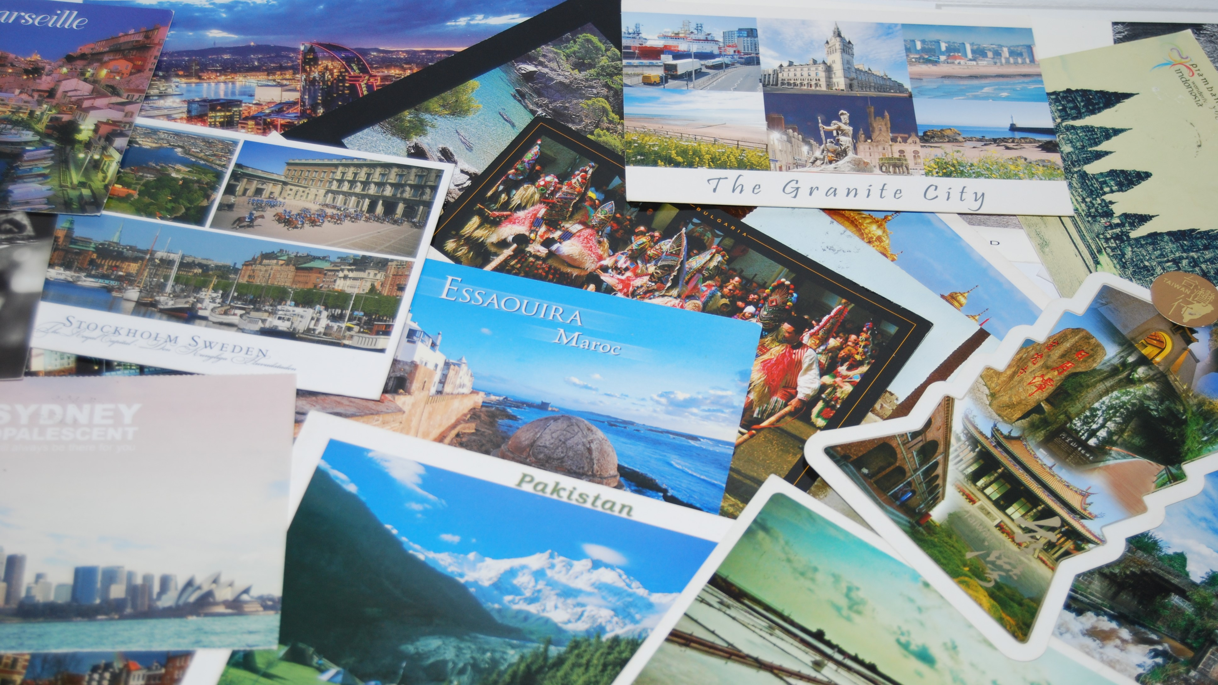 Collection de cartes postales d'une jeune marocaine