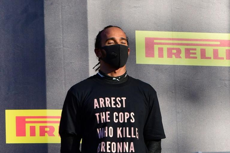 Formule 1 : Hamilton arbore un T-shirt pour Breonna Taylor sur le podium au Mugello