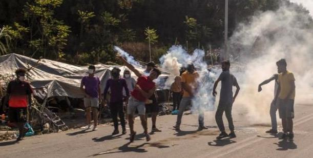 Grèce : Heurts entre police et migrants à Lesbos