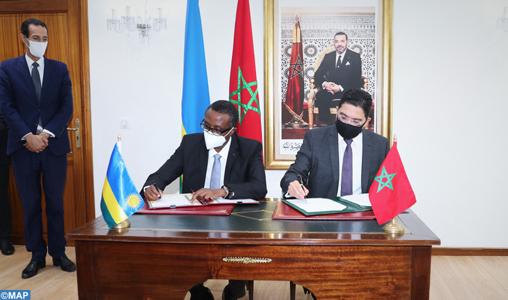 Le ministre des Affaires étrangères, de la coopération africaine et des Marocains résidant à l'étranger, Nasser Bourita, et son homologue rwandais, Vincent Biruta, ont signé deux accords de coopération, ce vendredi 30 octobre à Rabat.
