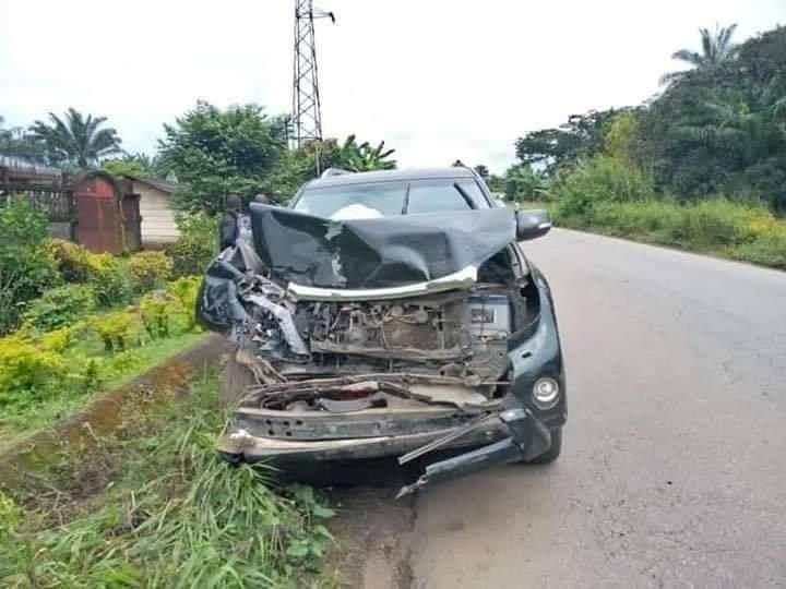 La voiture endommagée de Samuel Eto'o