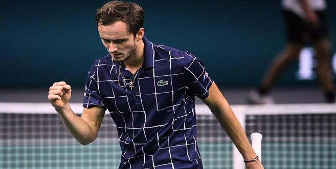 Tennis : À Bercy... le rêve de Medvedev