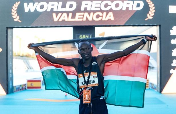 Athlétisme:Lle Kényan Kibiwott Kandie explose le record du monde du semi-marathon à Valence