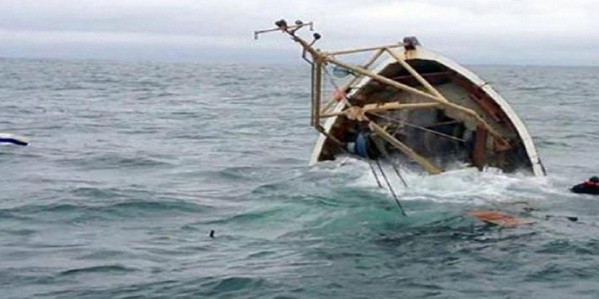 Tarfaya: Une embarcation artisanale avec 14 pêcheurs à bord détruite par des vagues géantes