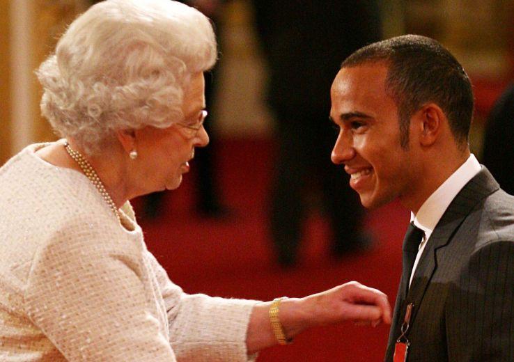 Automobile: Lewis Hamilton anobli au Royaume-Uni après ses triomphes