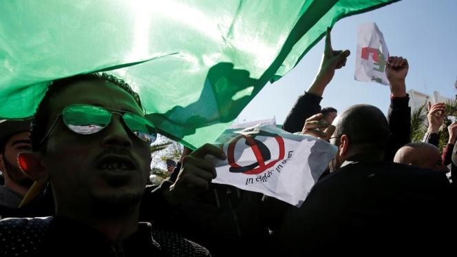 """La situation politique et sociale en Algérie est """"désastreuse"""""""