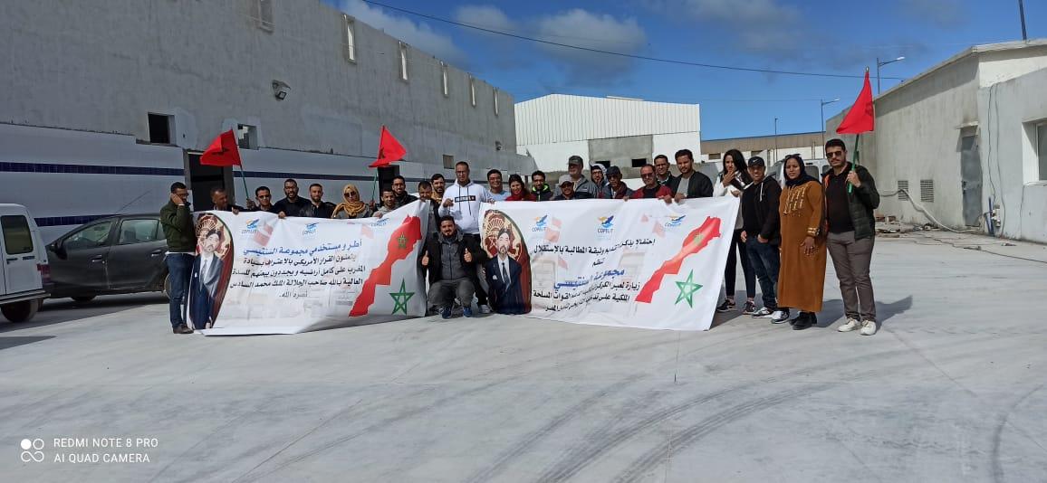 Les employés du Groupe Sentissi en visite au passage d'El Guergarat