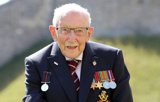 L'ancien combattant britannique Tom Moore décède à l'âge de 100 ans des suites de Covid-19