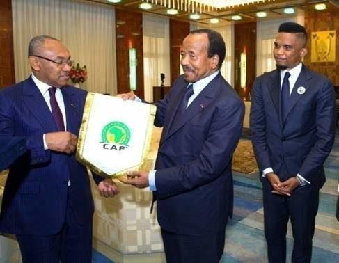 Le chef de l'Etat, Paul Biya, recevant Ahmad Ahmad en présence de Samuel Eto'o. Ph. Archives