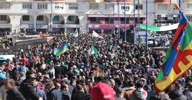 Algérie : Tebboune de retour, le Hirak aussi