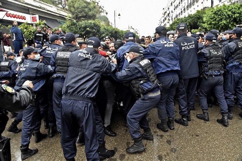 Quand l'opposition dénonce la «propagande médiatique» du pouvoir algérien contre le «Hirak»
