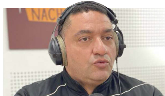 M. Amine Ouakrim au micro de Medina FM lors de l'émission « Hatta-La Nanssa ».. Ph. Laglag