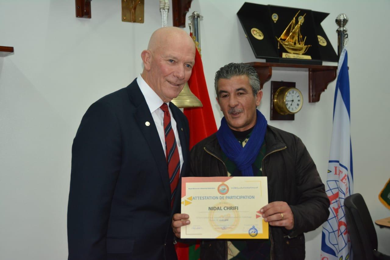 Notre collègue Nidal avec le président de la Fédération internationale de sauvetage lors d'une session de formation tenue par la Fédération Royale Marocaine de Sauvetage à Rabat..
