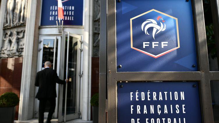 Fédération Française de Football : Le virus suspend le foot amateur départemental et régional