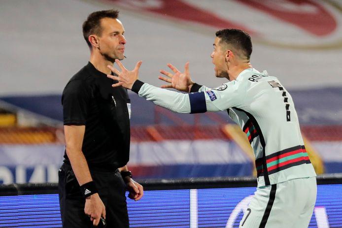 Mondial 2022 / Serbie-Portugal (2-2) : La colère de Ronaldo, les excuses de l'arbitre !