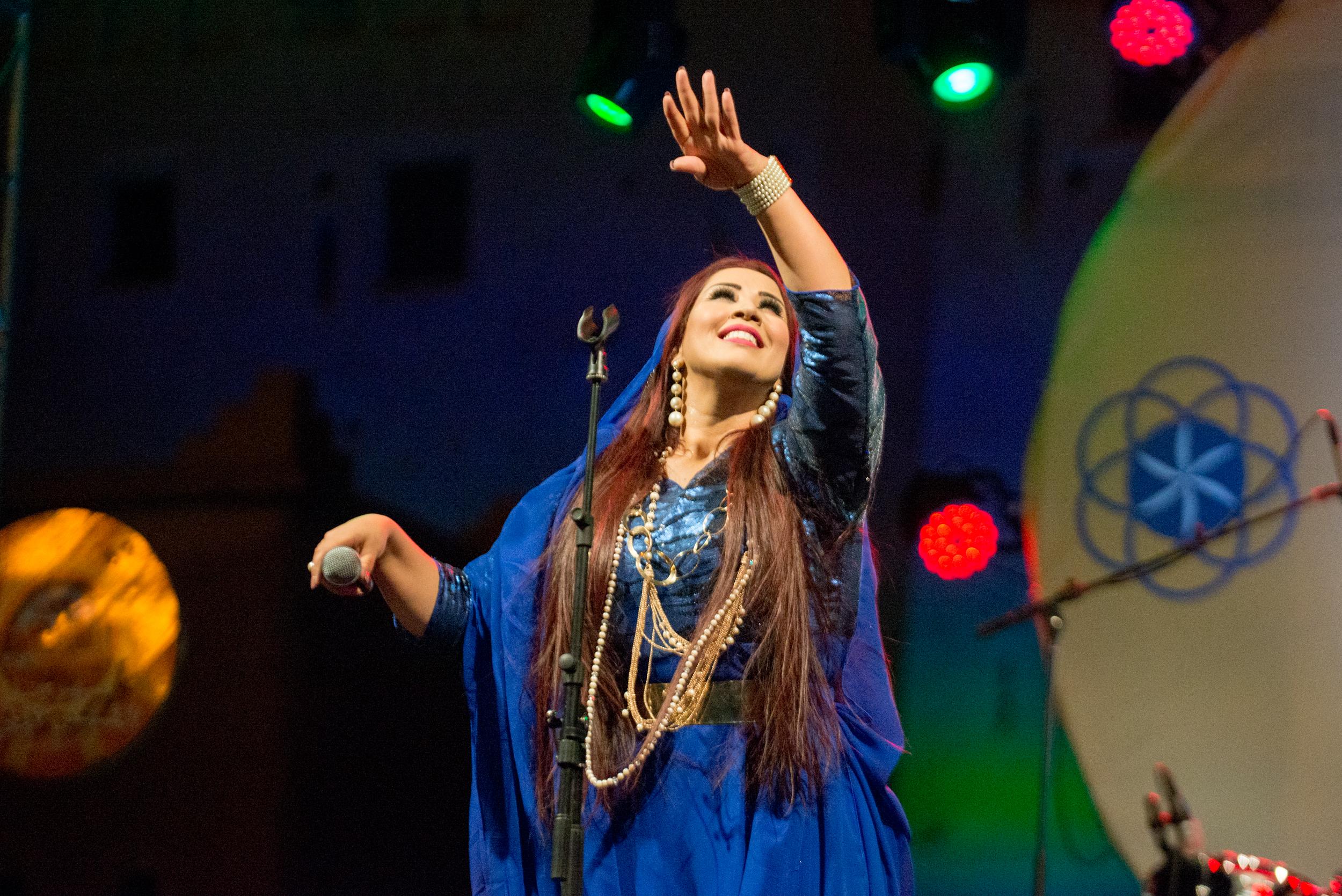 Saida Charaf est une Fleur des sables. Elle est l'une des fleurs de ce pays.