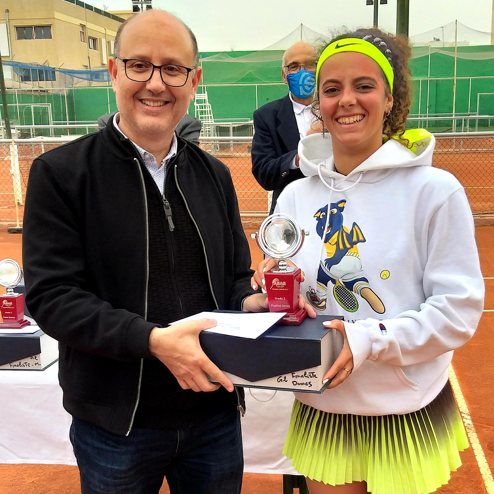 1-Le président Hamadou avec la vainqueur Rita Atik.