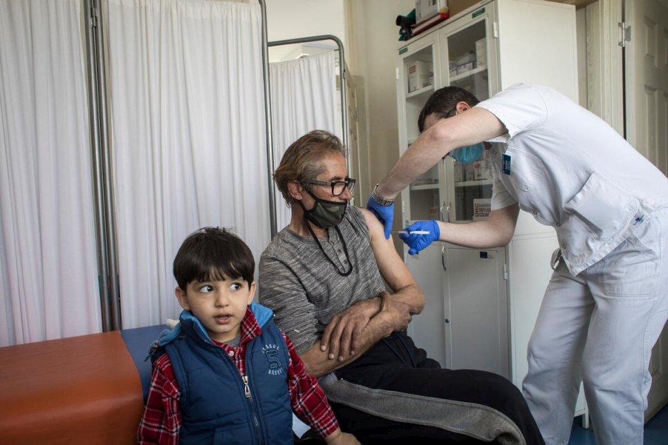 Le HCR plaide pour un accès équitable aux vaccins contre le covid pour les réfugiés