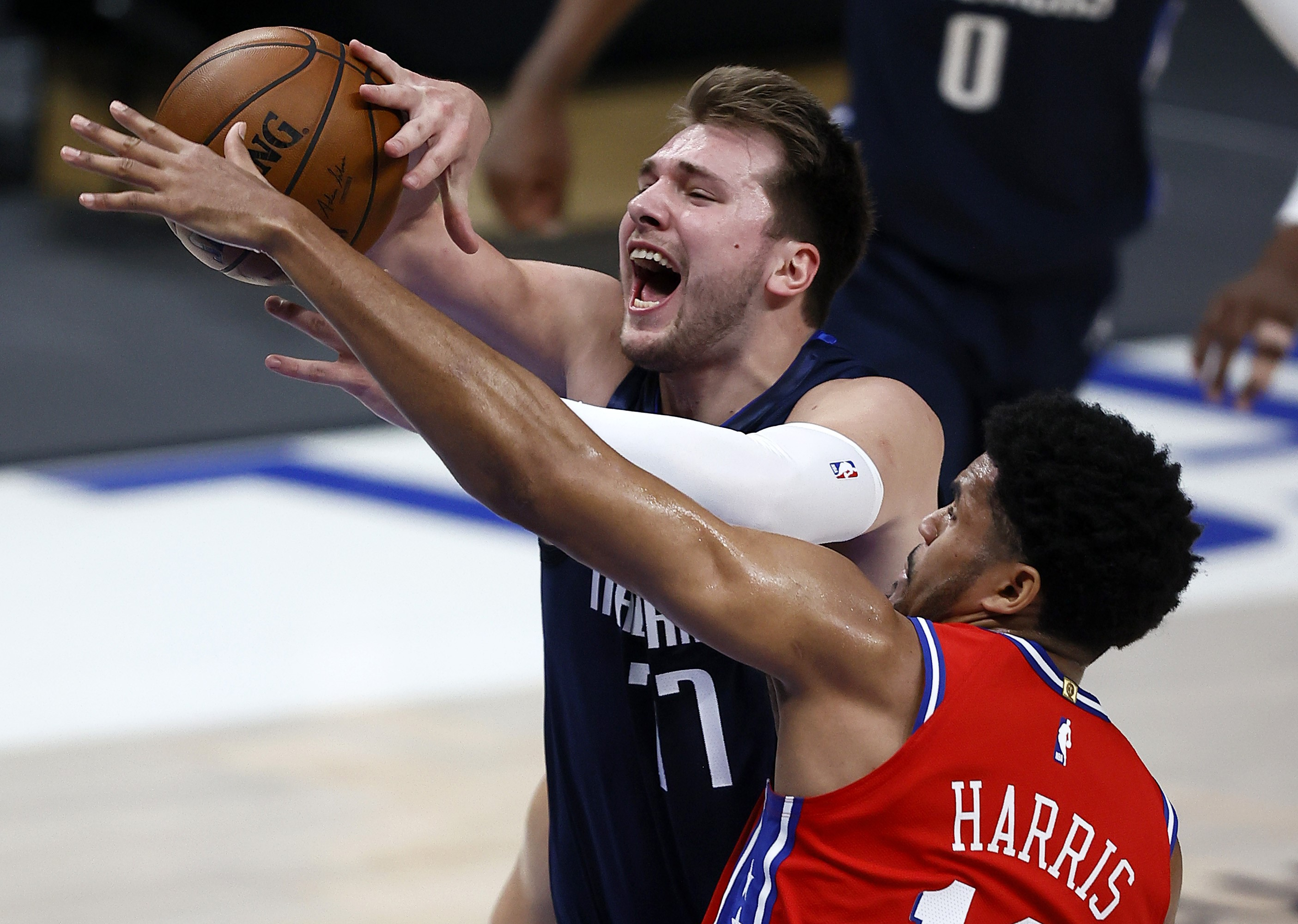 NBA: Philly repousse Brooklyn, Doncic et Curry régalent