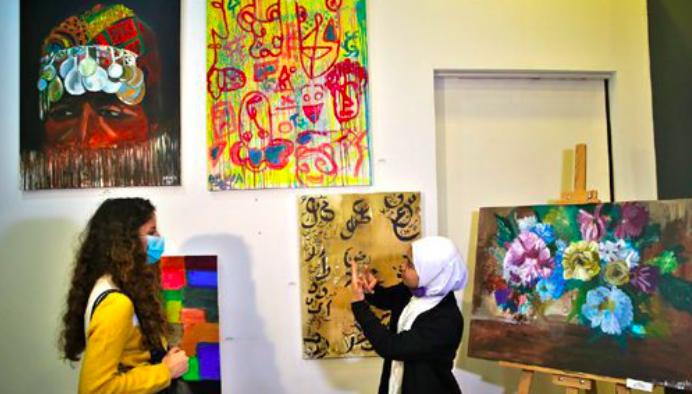 À Tanger des enfants sourds réalisent une exposition