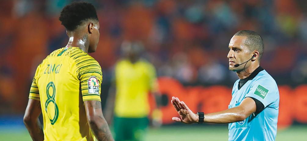 La CAF vers des arbitres professionnels ! 20.000 dh comme salaire mensuel en plus des indemnités des matches