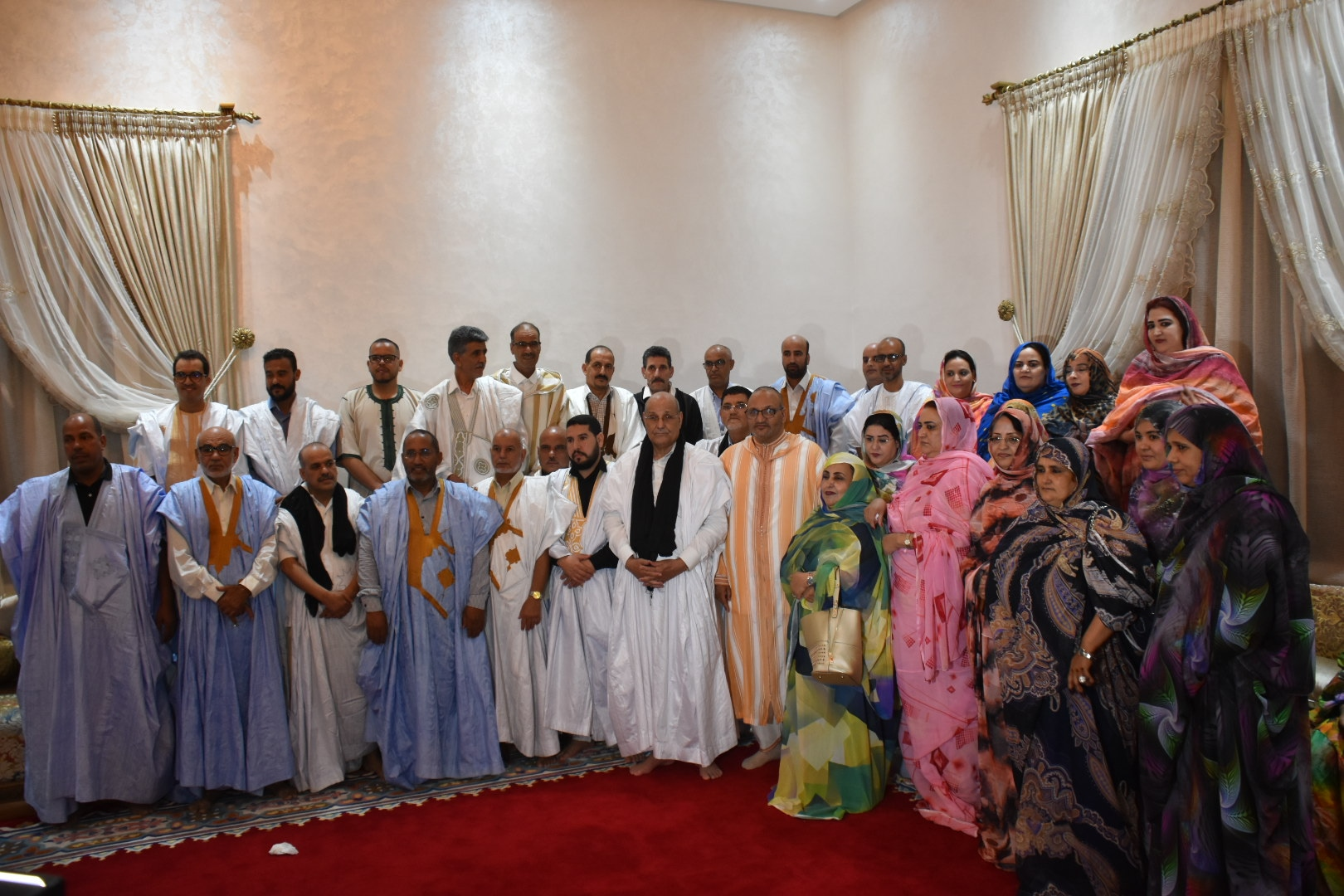 Photo de groupe des nouvelles recrues de l'Istiqlal avec Lhajj Hamdi Ould Rchid