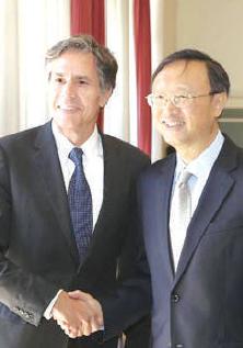 Marge du G7: Bras de fer USA-Chine