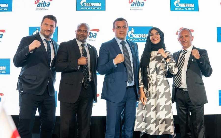 Quelques membres de la nouvelle Fédération internationale AIBA de boxe.