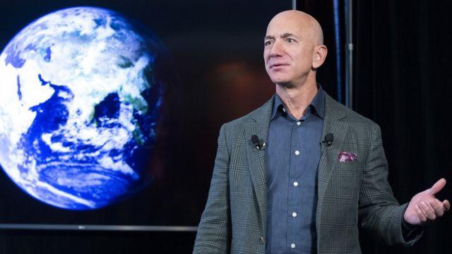 """Tourisme spatial : La """"beauté et la fragilité"""" de la terre sidère Jeff Bezos"""