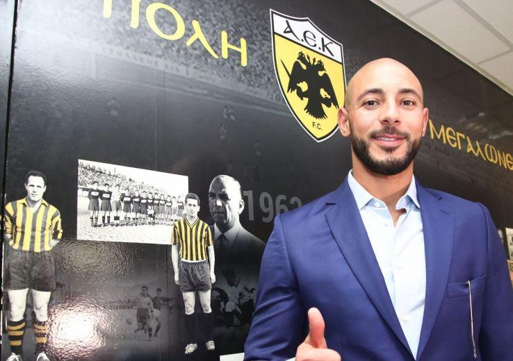 Noureddine Amrabat joue cette saison pour l'AEK Athènes