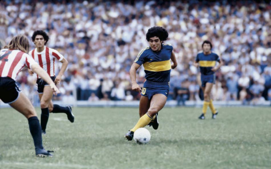 """En hommage à Maradona: Les """"Diego Armando"""" nés en 1981 en Argentine recevront un maillot"""