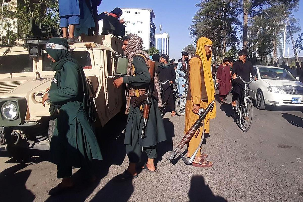 Afghanistan : L'arsenal américain aux mains des Talibans
