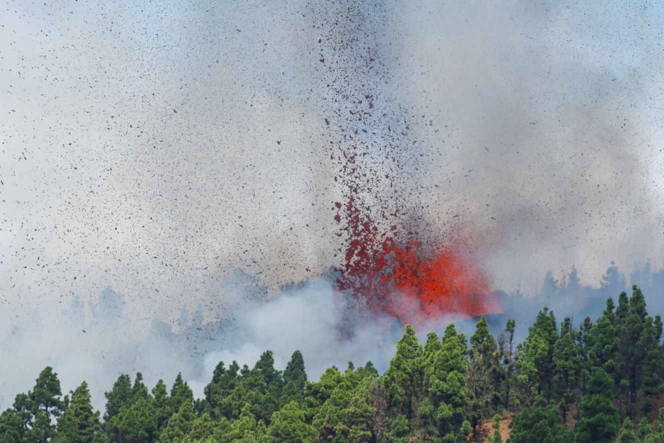 Espagne : un volcan entre en éruption dans l'archipel des Canaries
