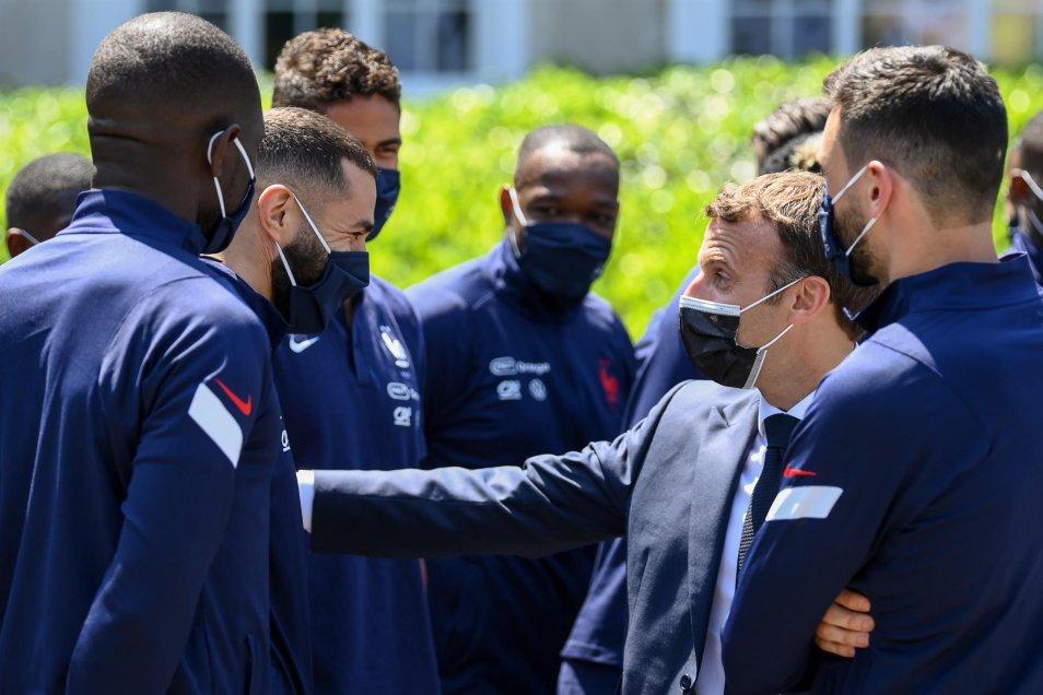 Match de bienfaisance : Ce jeudi, le président français titulaire et joue milieu du terrain avec le numéro 3 !