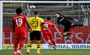 Football : Dortmund trébuche et le Bayern s'ouvre la voie du titre