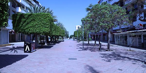 Les rues de Rabat dépeuplées suite à la fermeture des espaces publics.