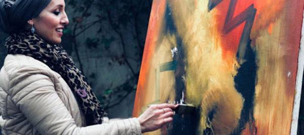 Fatna Chanane expose à Huelva : Une tempête de couleurs sous un ciel fermé