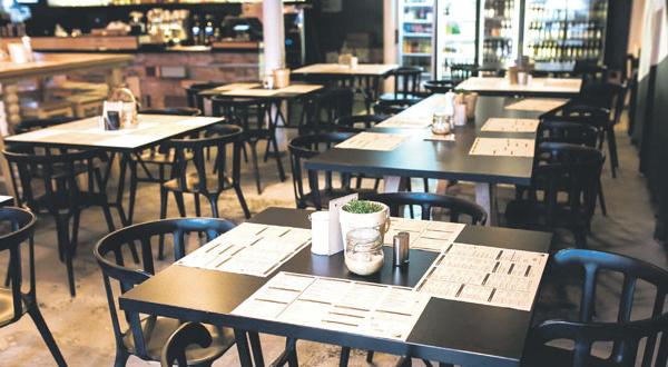 Le non-respect des mesures sanitaires force les autorités à fermer plusieurs cafés dans le Royaume