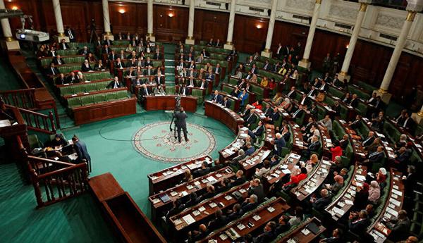 Tunisie : Le parlement approuve un remaniement sur fond de contestation