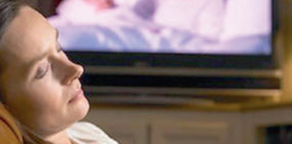 Hygiène de vie : S'endormir devant la télé, une mauvaise habitude à bannir