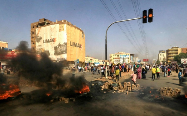 Soudan : les dirigeants civils aux mains des militaires